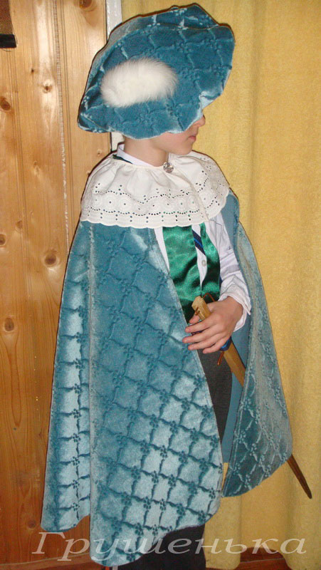 Как сшить новогодний костюм берет с помпоном